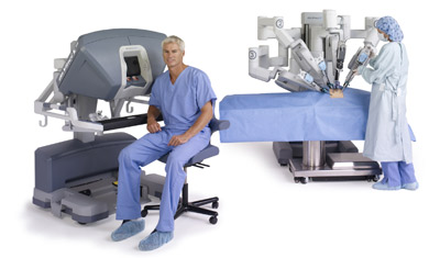 da-vinci-system-si-seated-surgeon-nurse-at-cart-400x235